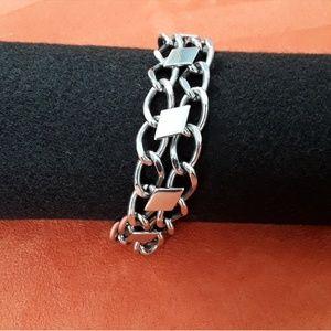 Jewelry - Silver tone chain bracelet